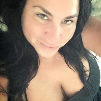 Sex met Adina, meld je gratis aan en maak snel geil contact
