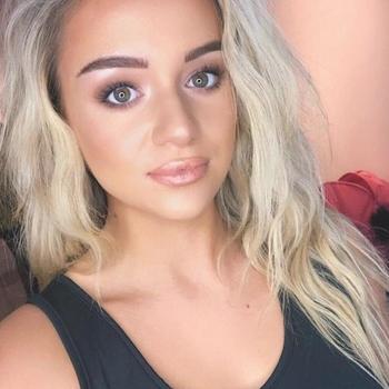 Sexdate met Miekke - Vrouw (20) zoekt man Antwerpen