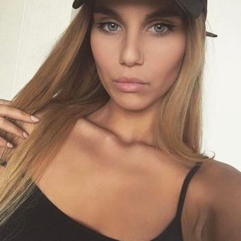 Vrouw zoekt sexdate Savvanah, Vrouw, 22 uit Waals-Brabant