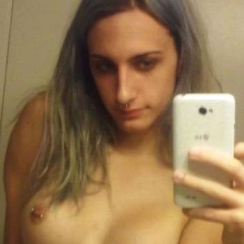 25 jarige shemale uit Herstal zoekt sex contact