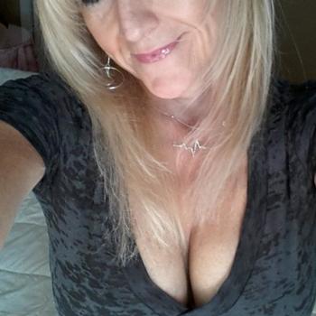 Vrouw zoekt sexdate sexbudddy, Vrouw, 55 uit Noord-Brabant