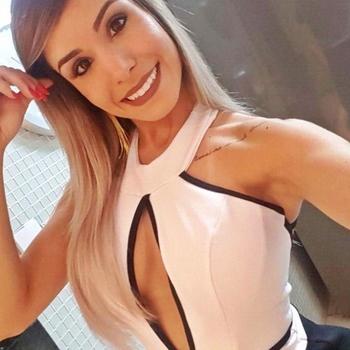 vreemdgaan met romanticgirl, Vrouw, 23 uit Gelderland