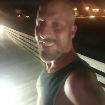 Vrouw zoekt sexdate deleeuw, Man, 45 uit Noord-Holland