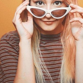 Prive sex contakt met Adrieaana, Vrouw, 18 uit Limburg