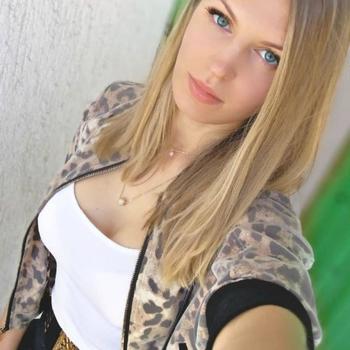 Antoinet, Vrouw, 24 uit Oost-vlaanderen