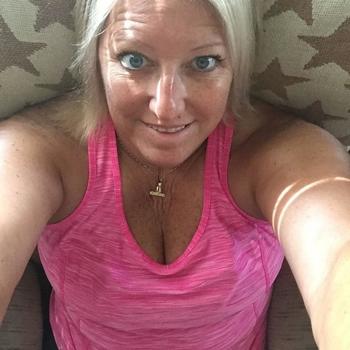 sex afspraak met Linanda, Vrouw, 57 uit Groningen