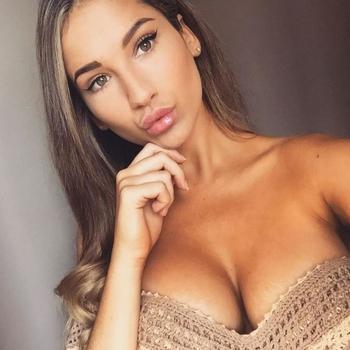 Jaynine, Vrouw, 22 uit Limburg