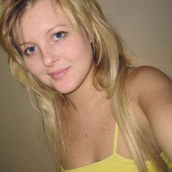sexdating met Azra, Vrouw, 20 uit Antwerpen