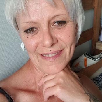 Lendsay, 56 jarige vrouw zoekt seks in Zuid-Holland