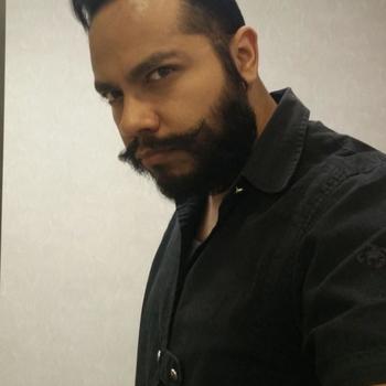 Gay Mo_Mo zoekt sex
